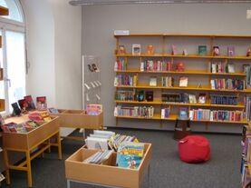 Bild mit Abteil für Kinderbücher etc.
