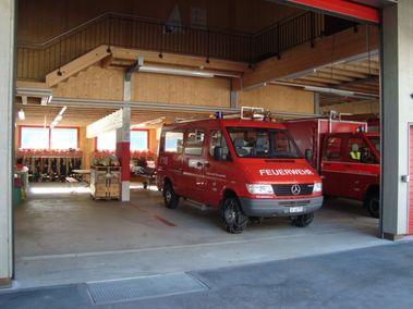 Bild mit Feuerwehrfahrzeug